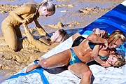 Mud- /Oilwrestling: Iveta vs. Marketa /Iveta vs. Lucie