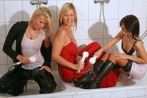 3 Girls in Shower