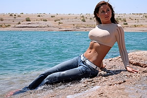 Wetlook in Jeans