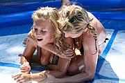 Oilwrestling: Lucie vs. Marketa