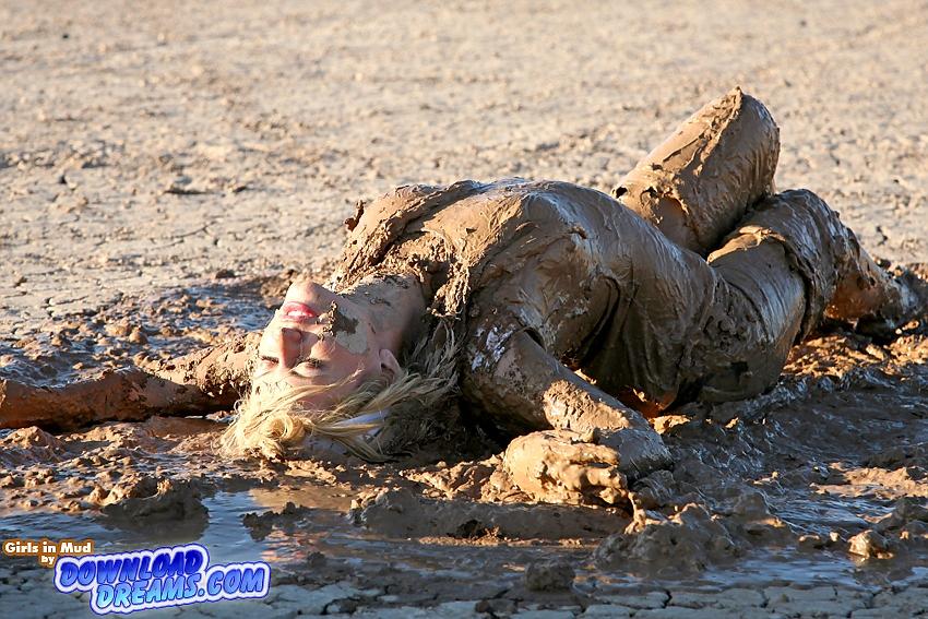 Girls Rolling in Mud | 850 x 567 · 267 kB · jpeg