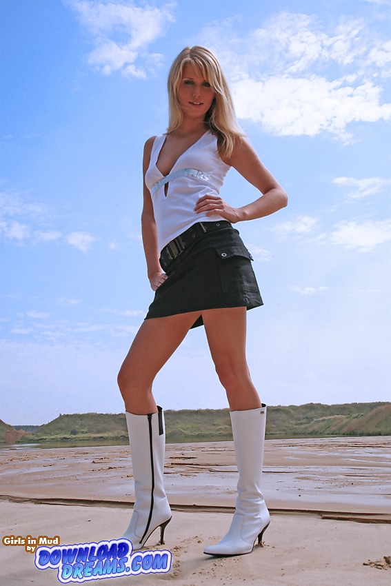 The new white boots - 20:00 min - from
