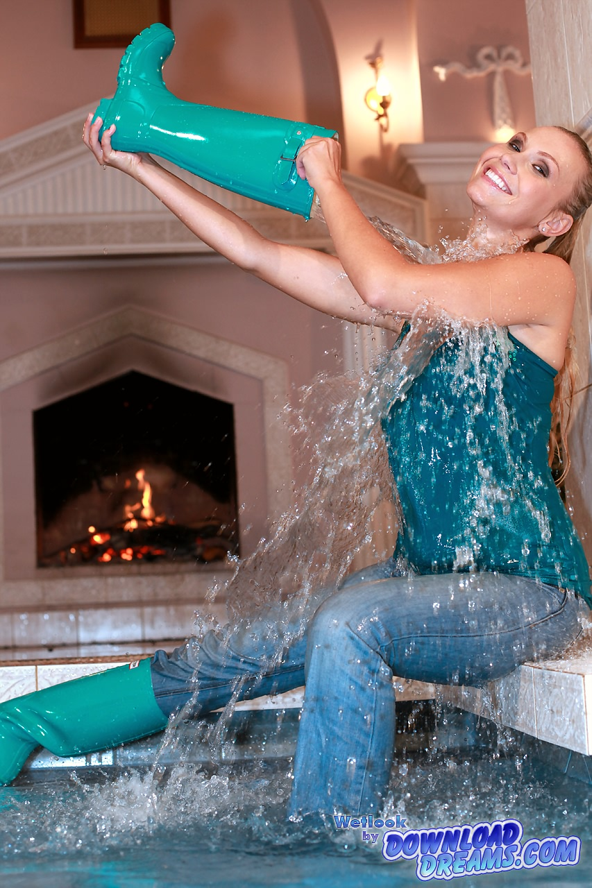 Мои сапожные мечты... Wet_rubber_boots_and_jeans_006